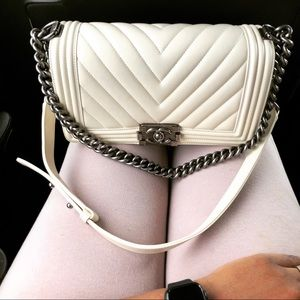 Chanel old medium boy chevron ivory